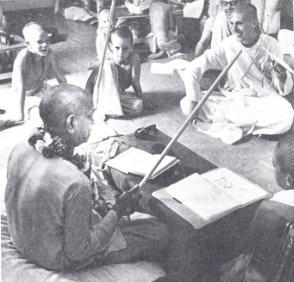 Prabhupada gives Lecture in Sanskrit
