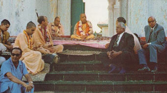 ISKCON News, Volume-11 Number-01, 1976
