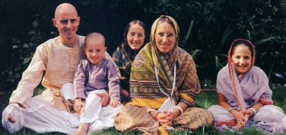Dvarakanatha Dasa With Family
