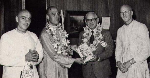 Srila Tamala Krsna Gosvami, Hari Sauri Dasa, Yasomatinandana Dasa With Aukland Mayor Sir Dove Meyer Robinson