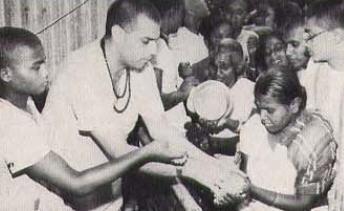 Srila Satadhanya Swami distribute Chipped Rice