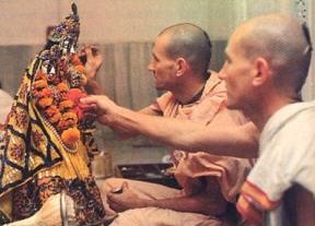 Deity Worshiping by Pankajangri and Janardhan Prabhu