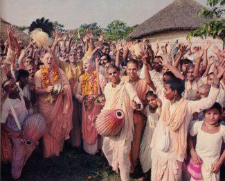 Bhakti Raghava Swami Chant Hare Krsna at Mayapur
