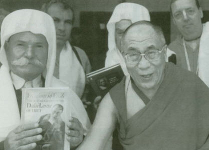 The Dalai Lama meets with the Sheikhs at ISKCON Mumbai Temple