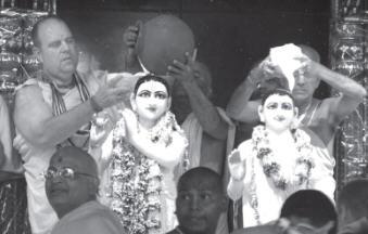 Jayapataka Maharaja and Gopal Krishna Maharaja Performing Abhishek