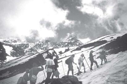 Devotees Cross The Himalaya