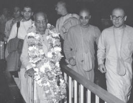 Prabhupada with Devotees at Caracas Airport