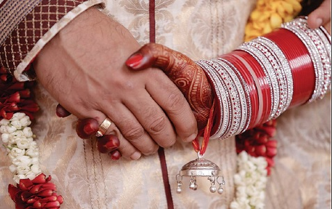 Tini Weds Manu by Murari Gupta Dasa